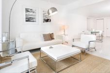 Apartment in Miami - Ultra Modern 1BR in Icon Brickell by...